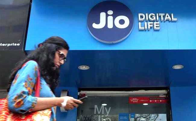 Indian shares gain; Telecom stocks rally on Jio tariff hike