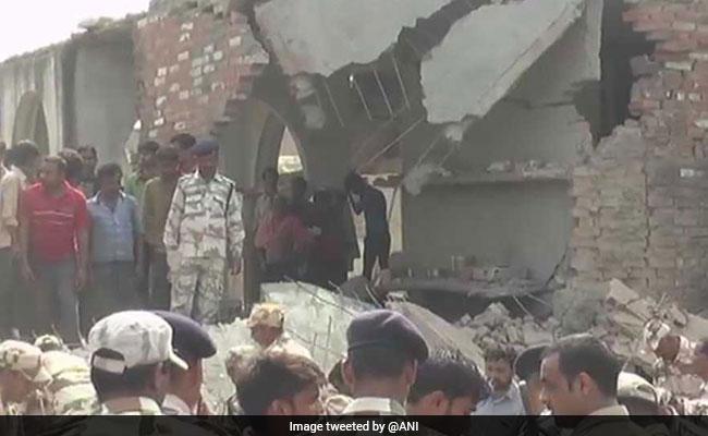 कानपुर : घर में बना रहे थे पटाखे, धमाके में जमींदोज हुआ मकान, 2 लोगों की मौत