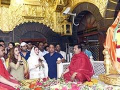 Viral Photo : गर्लफ्रेंड के साथ शिरडी साईं बाबा के मंदिर पहुंचे कपिल शर्मा