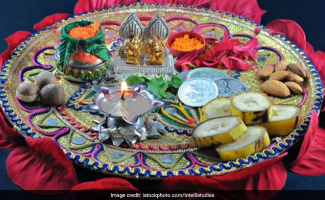 Karwa Chauth 2017: Puja Muhurat, Moon Rise Time, Timings & All Details