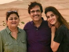 Kriti Sanon Is In Dubai With Parents And The Pics Are Giving Us Family Goals