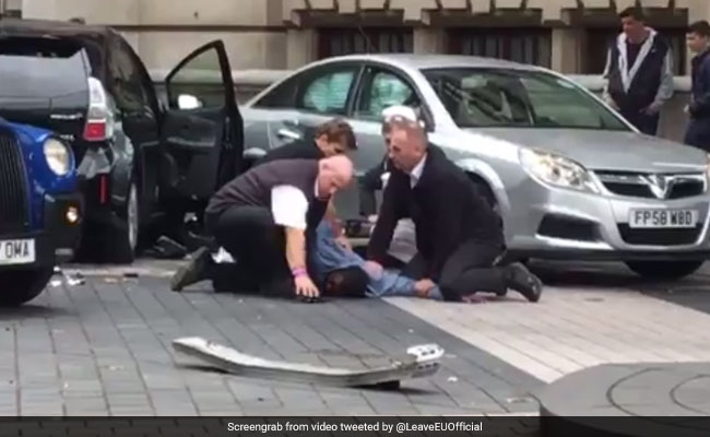 Car Rams Pedestrians Outside London's Natural History Museum, 1 Arrested
