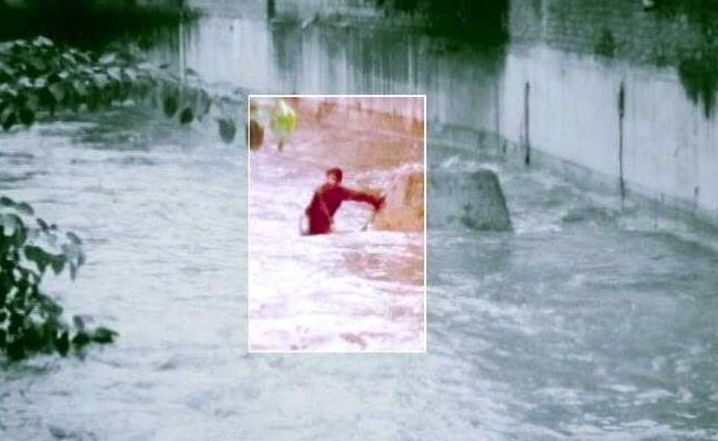 Hyderabad Man Slips Into Open Drain, Dies. His Ordeal Caught On Video