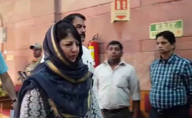 Rajnath Singh, In Meet With Mehbooba Mufti, Asks About Jobs For Pandits