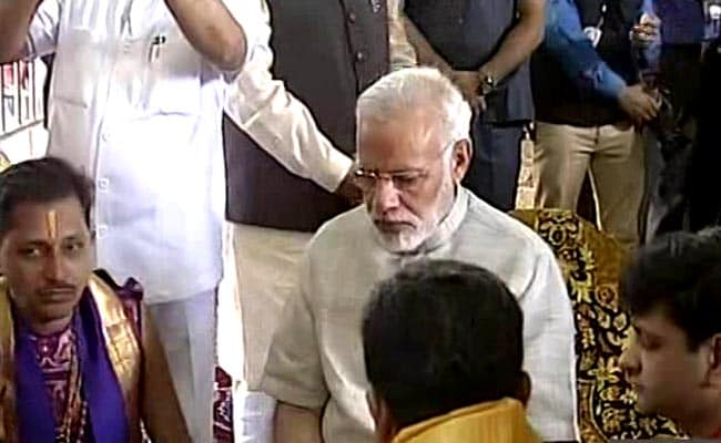 पीएम नरेंद्र मोदी दो-दिन के गुजरात दौरे पर, द्वारकाधीश मंदिर में की पूजा-अर्चना