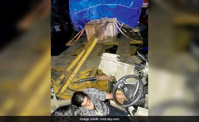 Family Was Trapped After Trailer Falls On Their Honda City