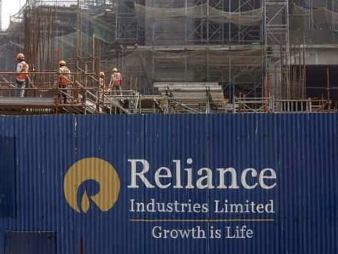 Reliance Industries\' Q2 consolidated net profit jumps 12.8% to Rs 8,097 crore, revenues rise 16.5% to Rs 95,085 crore