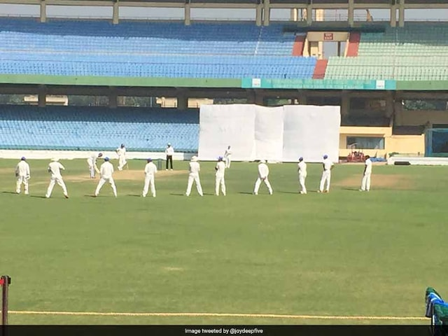Ranji Trophy: Photo Of Ashok Dinda, Mohammed Shami Bowling With 9 Slips Has Twitter Laughing. Heres Why