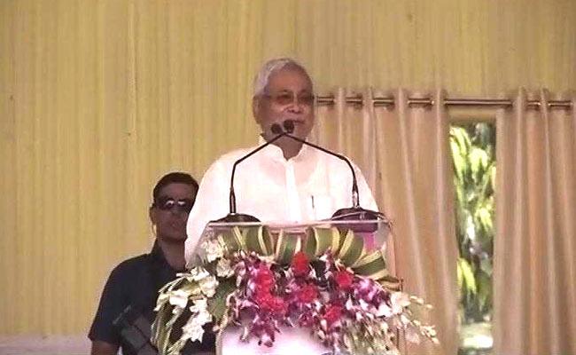 नीतीश ने मोदी से मांगा दिवाली गिफ्ट, पीएम ने की योजनाओं की बौछार