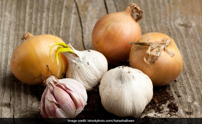 Here's Why Ayurveda Recommends A No-Onion, No-Garlic Diet