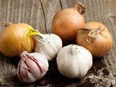 Here's How You Can Use Garlic For Hair Growth