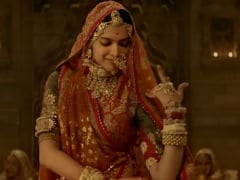 <I>Padmavati</i>: Twitter's Pleased With Deepika Padukone's <I>Ghoomar</i> Because It 'Celebrates Rajput Pride'