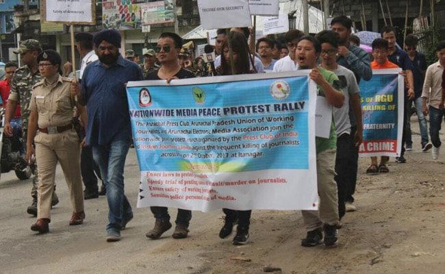 पत्रकारों के खिलाफ बढ़ रही हिंसा के विरोध में कई शहरों में निकाला गया शांति मार्च
