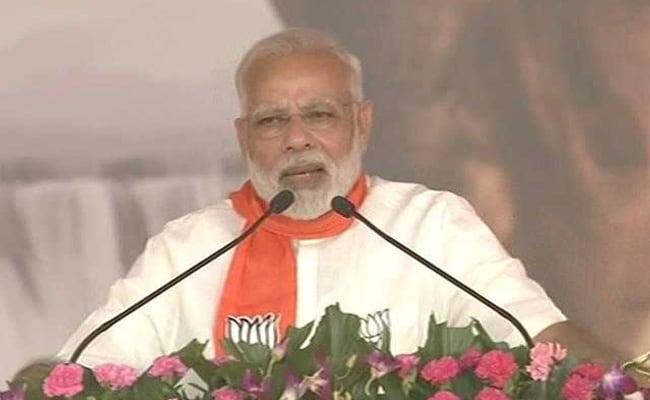 गुजरात चुनाव की तारीखों को लेकर चुनाव आयोग से सवाल करने पर पीएम मोदी ने कांग्रेस की आलोचना की