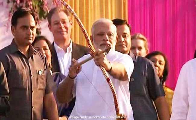 जब रावण का संहार करने से पहले टूटा धनुष और पीएम नरेंद्र मोदी के चेहरे पर आई मुस्कान...