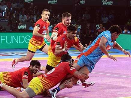 Pro Kabaddi League: Gujarat Fortunegiants Beat Bengal Warriors To Enter Final
