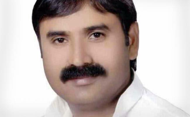 इलाहाबाद यूनिवर्सिटी के बाहर बसपा नेता राजेश यादव की हत्या, नाराज कार्यकर्ताओं ने की तोड़फोड़ और आगजनी