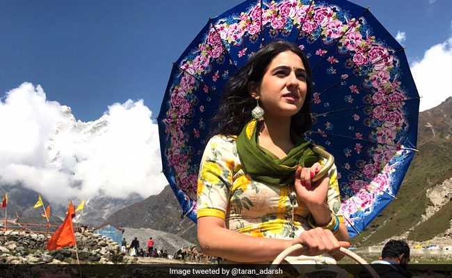 'केदारनाथ' के First Look में छाईं सारा अली खान, फोटो से गायब हैं लीड हीरो