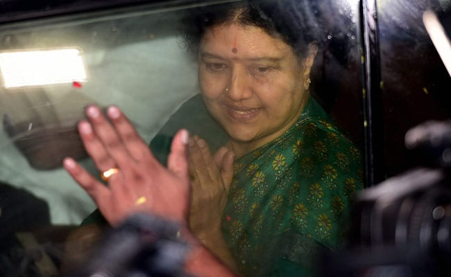 VK Sasikala Visits Husband Natarajan At Hospital Chennai