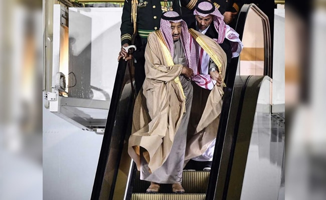 Watch: Saudi King's Gold Escalator Stops Midway. Then This