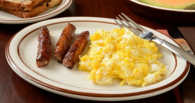 scrambled eggs with chicken sausages