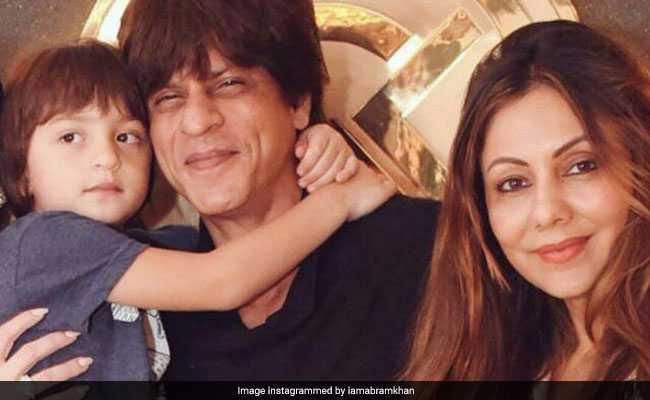 बेटे अबराम खान के साथ पत्नी से मिलने पहुंचे शाहरुख खान, नीता अंबानी भी रहीं मौजूद