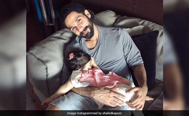 सारे काम छोड़, पहले देख लें बेटी मीशा के साथ शाहिद कपूर की यह Cutest Photo