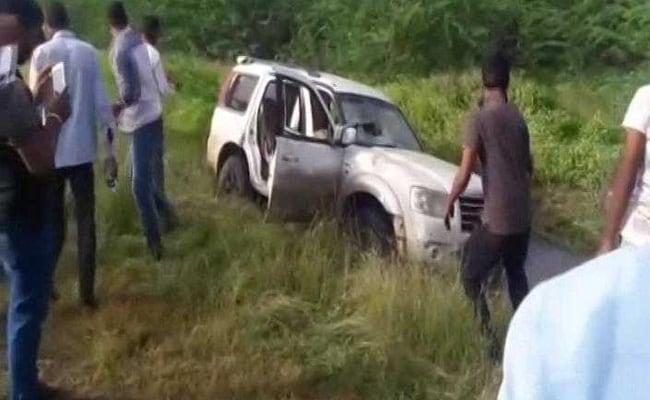 Shiv Sena leader's vehicle  mows down two school girls in Pune