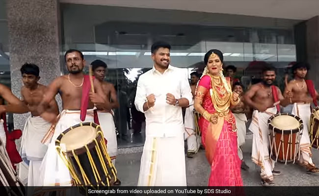 This Dulha Dulhans Special Dance With Entire Wedding Party Is Too Cool