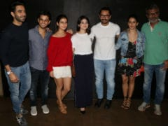 Aamir Khan, Zaira Wasim And Team <i>Dangal</i> Watch <i>Secret Superstar</i>