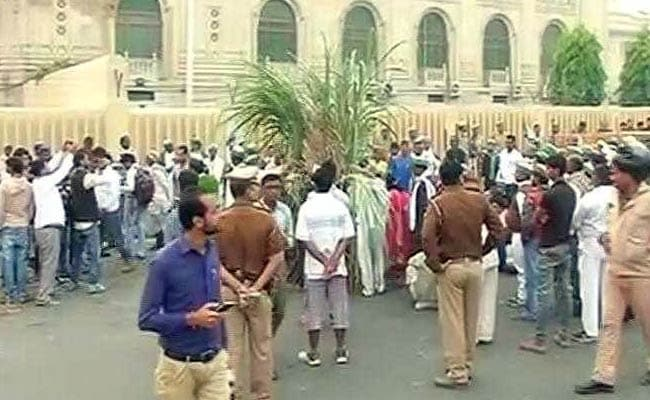 Farmers Protest Against Yogi Adityanath, Burn Crops Outside Assembly