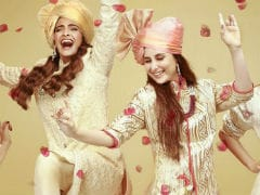 <I>Veere Di Wedding</i> First Look: Let's <I>Bhangra</i> With Sonam Kapoor, Kareena Kapoor