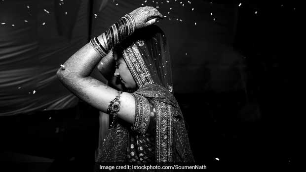 Why Do Newly-Wed Brides Throw Rice During Their Vidai?