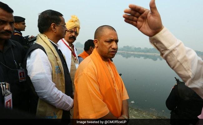योगी आदित्यनाथ कर रहे थे ताजमहल का दीदार, मगर विधायक के बयान ने करवा दी फजीहत