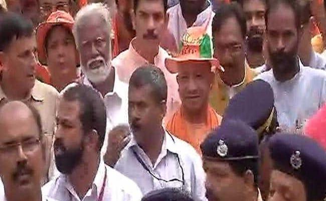 केरल : अमित शाह की 'जन रक्षा यात्रा' में योगी आदित्यनाथ ने लिया हिस्सा