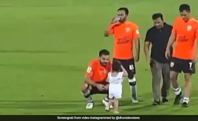 VIDEO: मैच के बाद फिर जीवा ने लगाई चाचू विराट की क्लास, धोनी खड़े हंसते रहे