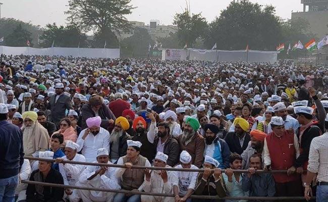 दिल्ली की केजरीवाल सरकार फिर पड़ सकती है मुसीबत में : ये है 27 विधायकों वाला पूरा मामला