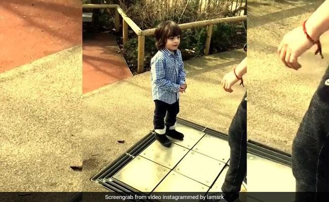 Video : कुछ यूं थिरके अबराम कि सबने कहा, Wow Cute!