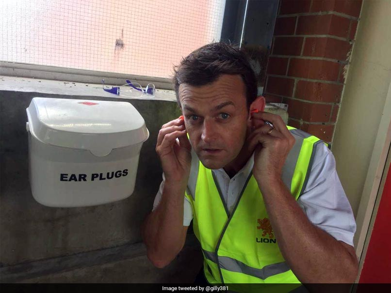 The Ashes: Graeme Swann Makes Fun Of Adam Gilchrists Ears, Calls Them Satellite Dishes