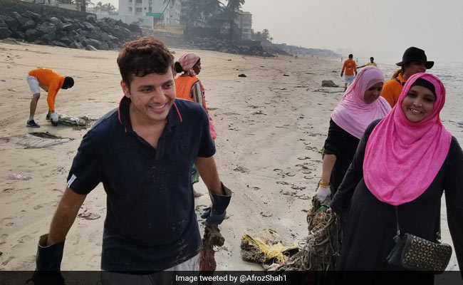 Man behind Versova beach clean-up meets Devendra Fadnavis, Aaditya