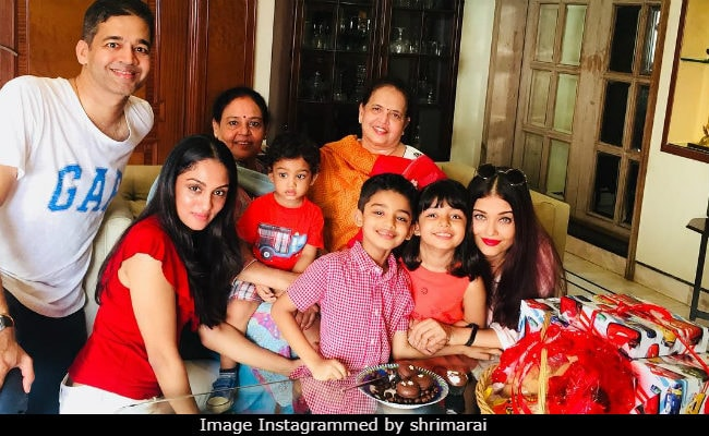 Viral: Aishwarya Rai Bachchan And Aaradhya Complete This Family Photo