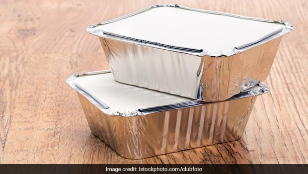 How does aluminum foil keep the food warm and is it safe for Cuisine aluminium