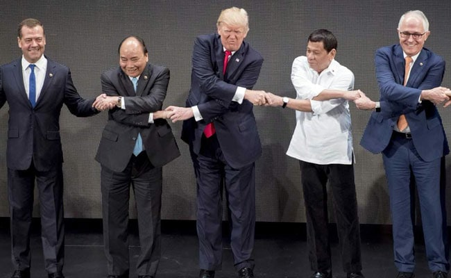 ASEAN 2017: Donald Trump Isn't The Only One Who Messed Up That Handshake