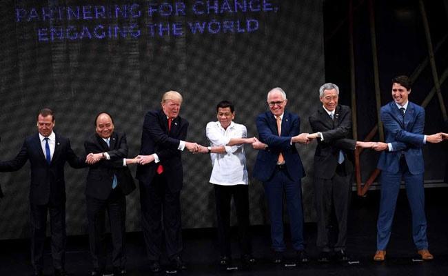asean 2017 handshake trump medvedev afp 650 1
