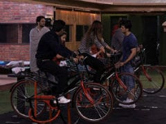 <i>Bigg Boss 11</i>, November 4: Hiten Tejwani And Puneesh Sharma's Tough Fight For Captaincy. Who Will Be The Winner?