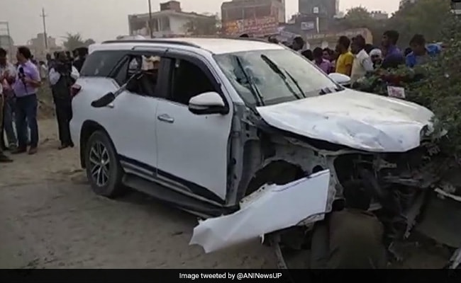 BJP leader, guard shot in Gr Noida