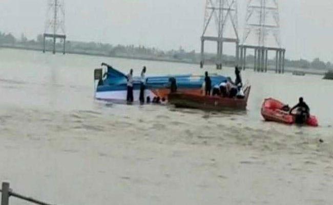 क्षमता से अधिक लोगों को लेकर जा रही नाव कृष्णा नदी में डूबी, 16 लोगों की मौत