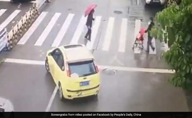 Car Blocks Traffic So Elderly Woman Can Cross Road. Video Is Heartwarming