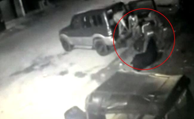 जब 3 बैलों को बेहोश कर स्कॉर्पियो से चुरा ले गए 4 शख्स, CCTV फुटेज हुआ वायरल