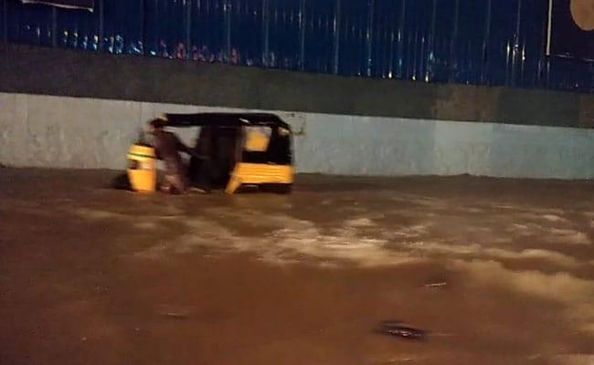 चेन्नई में भारी बारिश, स्कूल-कॉलेज बंद, आईटी कंपनियों को भी छुट्टी करने की सलाह